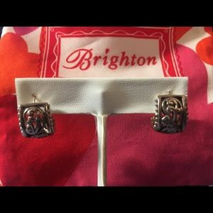 Brighton Post Half Hoops
